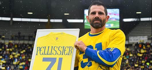Pellissier fotografato con la 31 ritirata dal Chievo (Getty)