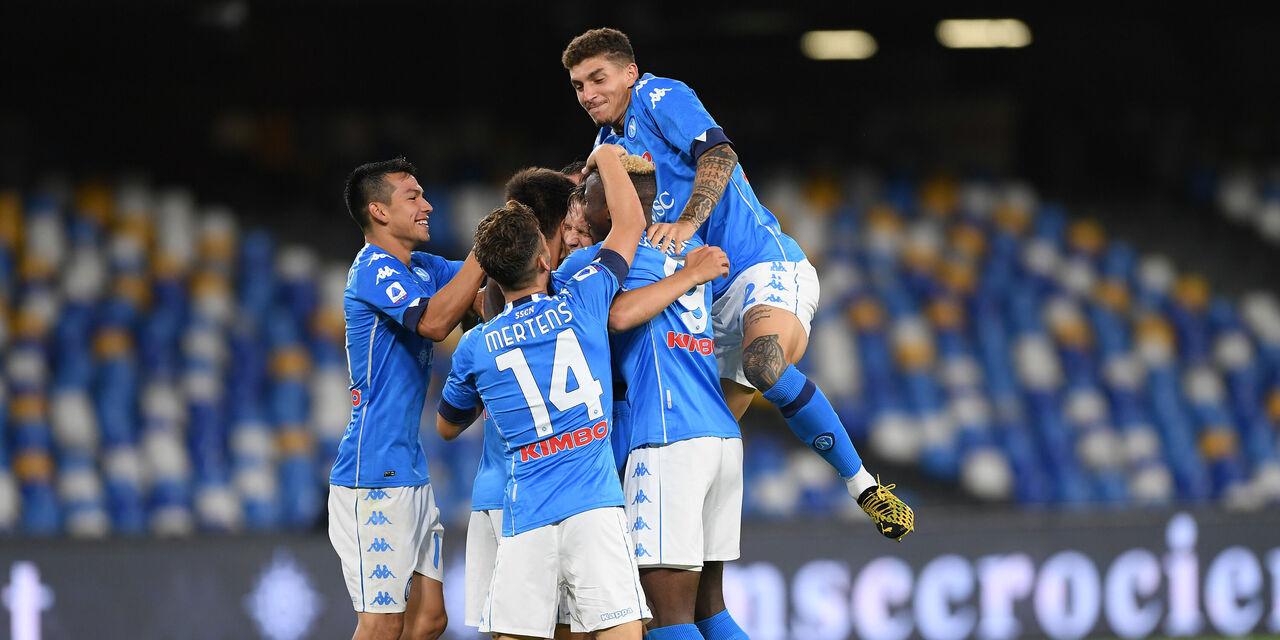 L\'esutlanza dei giocatori del Napoli dopo uno dei tanti gol realizzati (Getty Images).