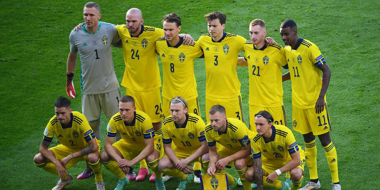 Sweden - Ukraine line up (Getty Images)