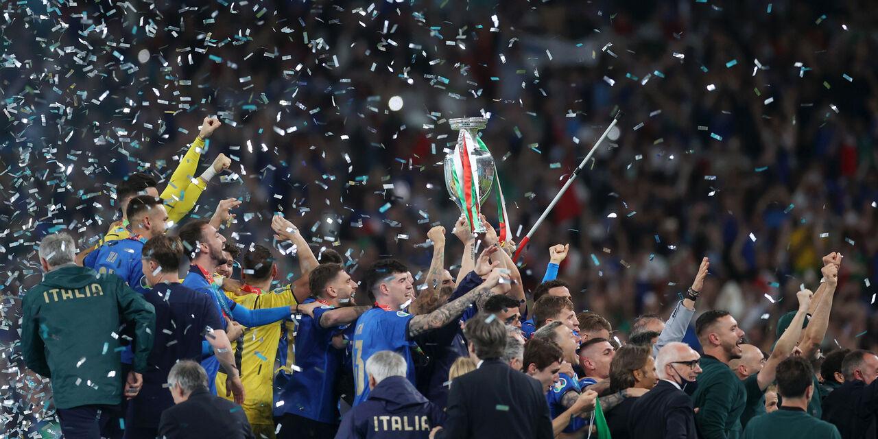 VIDEO - Italia Campione, la gioia di Berardi e Chiellini in pullman (Getty Images)
