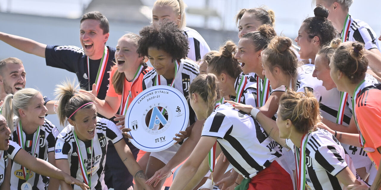 La festa della Juve femminile per lo scudetto 2021 (getty)