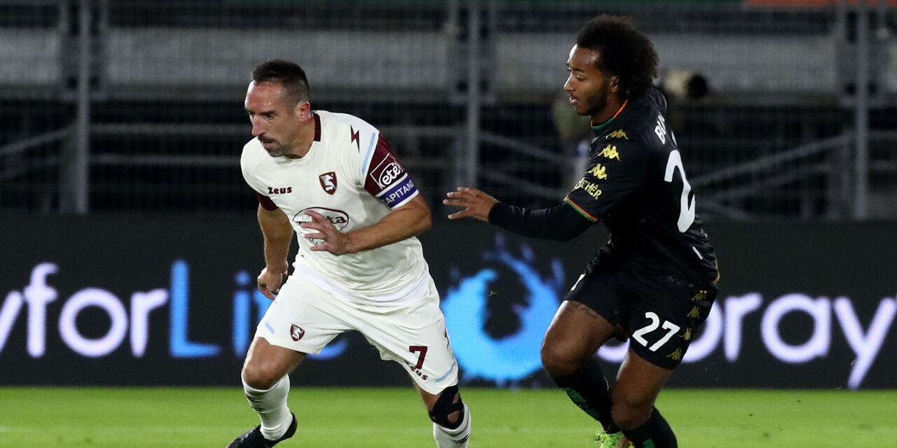 Ribery e Busio in azione (Getty Images).