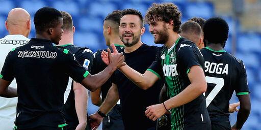 De Zerbi e i suoi giocatori esultano dopo una vittoria del Sassuolo (Getty Images)