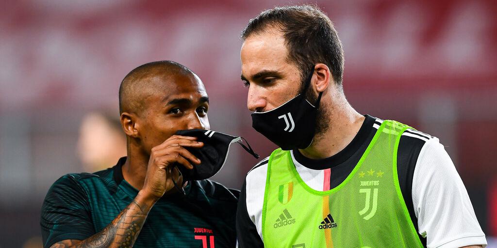Juventus, Douglas Costa ai saluti. Tonerà al Gremio (Getty Images)