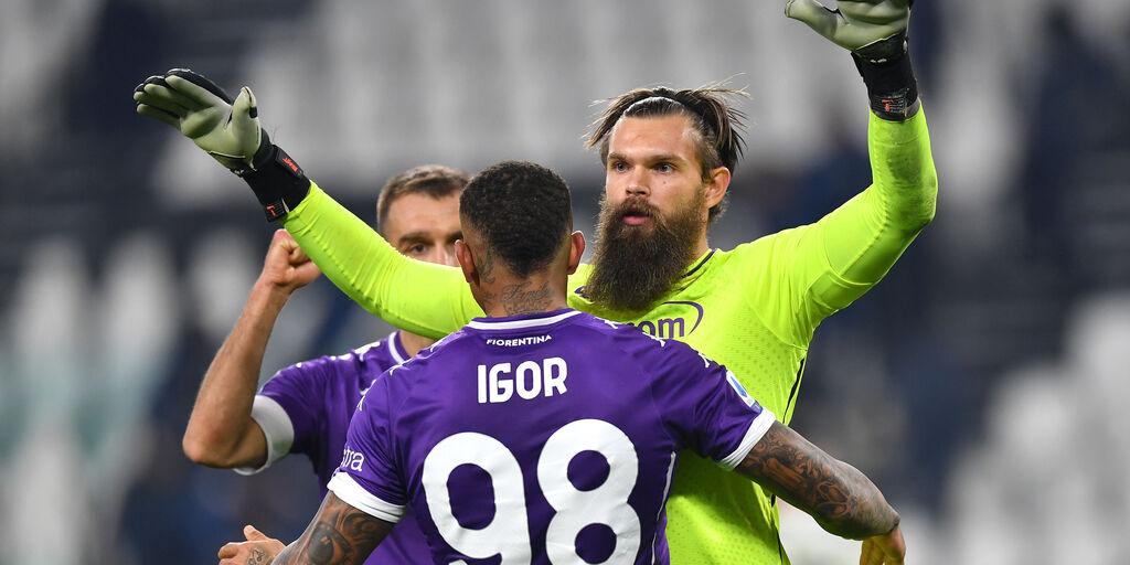 La gioia di Dragowski ed Igor per la vittoria viola sulla Juve (getty)