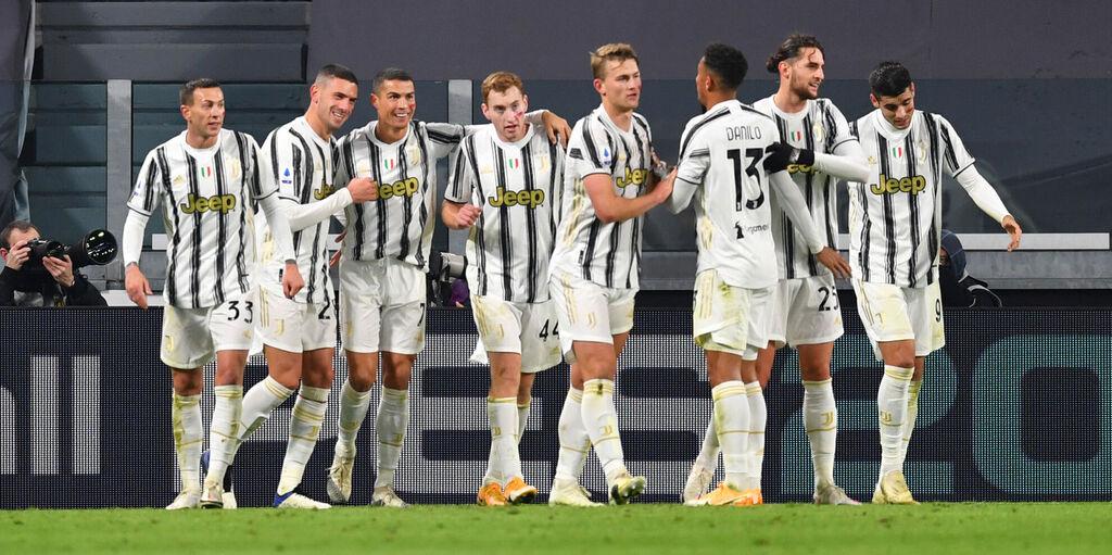 I bianconeri esultano dopo la seconda rete (Getty Images)