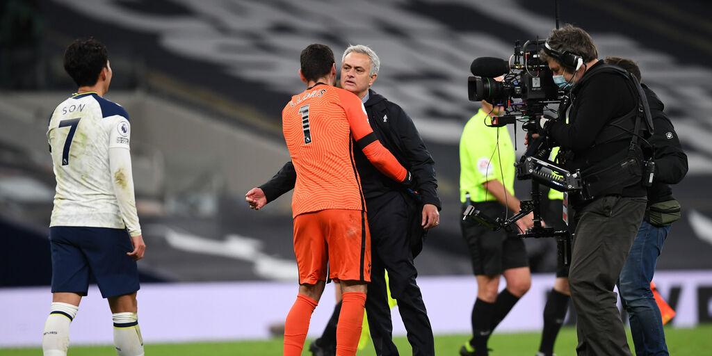 Mourinho festeggia a fine partita con Lloris (Getty Images)