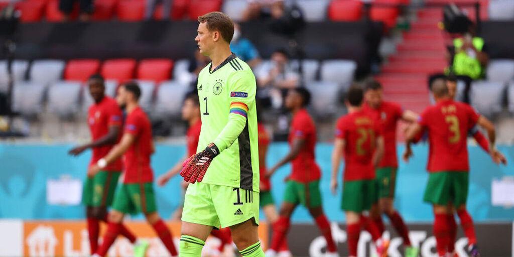 Neuer con la fascia arcobaleno: la UEFA apre un'indagine (Getty Images)
