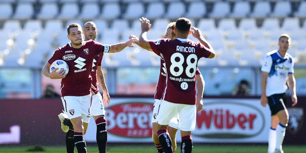 Alcuni giocatori del Torino durante la sfida con l'Atalanta (Getty Images)