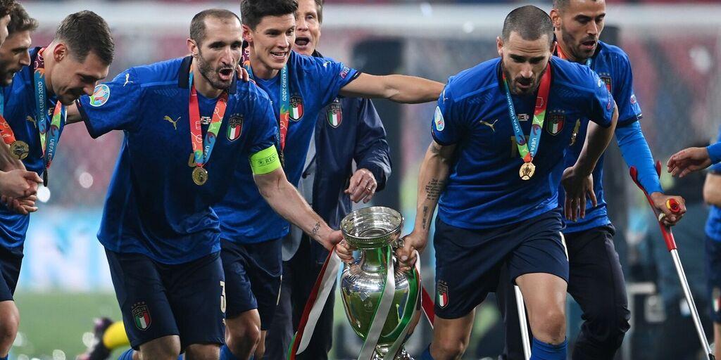 """Italia, il pullman scoperto non era autorizzato: """"Hanno deciso Bonucci e Chiellini"""" (Getty Images)"""