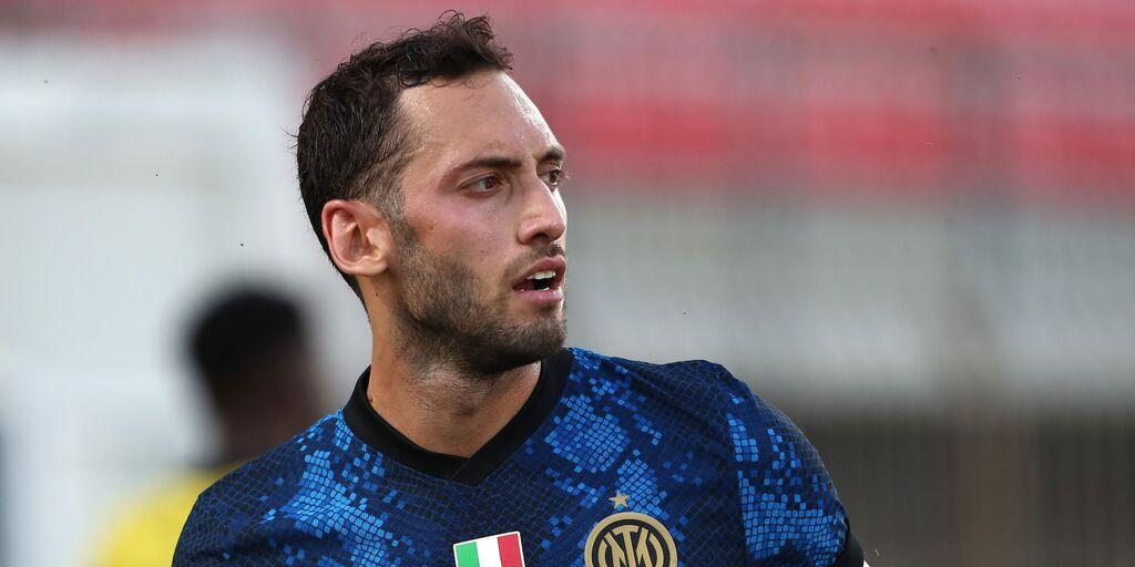 """E\' subito l\'Inter di Calhanoglu: """"Darò il massimo per questa maglia"""" (Getty Images)"""