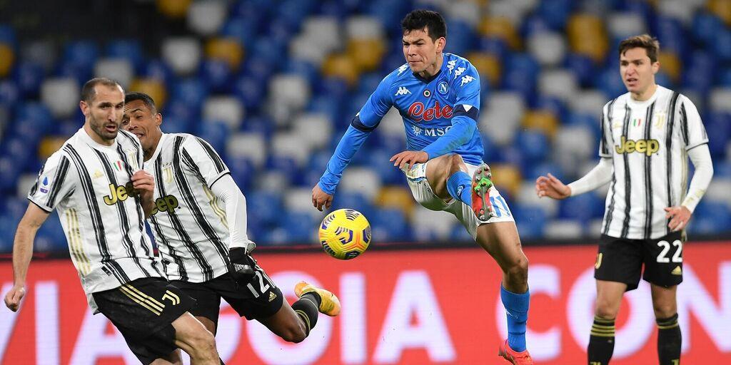 Napoli, Lozano in azione contro la Juventus. Quando rientrerà in campo? (Getty Images)