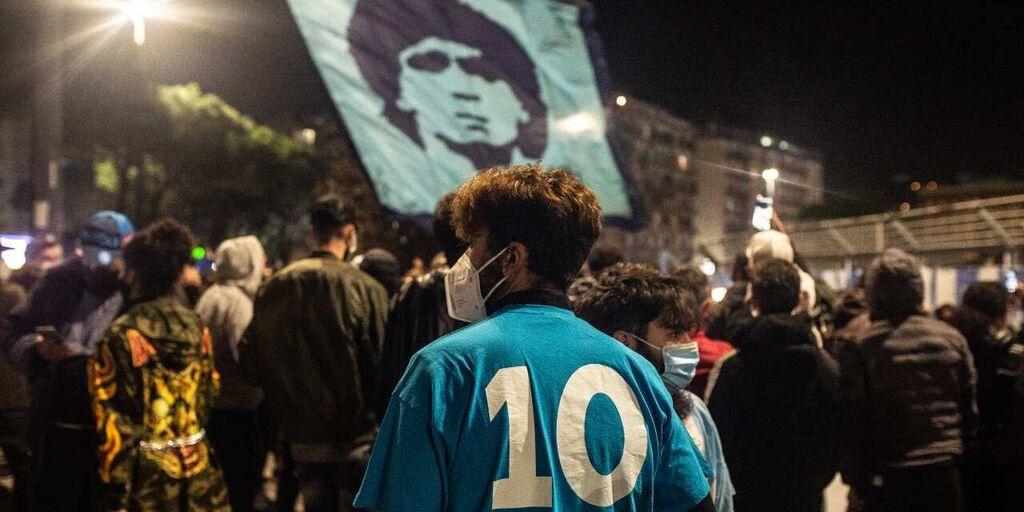 Napoli, l\'omaggio azzurro a Diego Maradona: sarà spedito oggi (Getty Images)