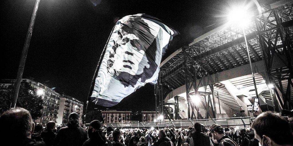 Napoli, doppia veglia per Maradona: il tifo partenopeo si mobilita (di Sandro Montefusco)